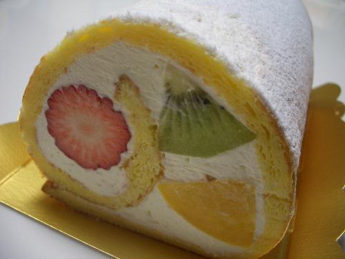 チーズ De フルーツロールケーキ